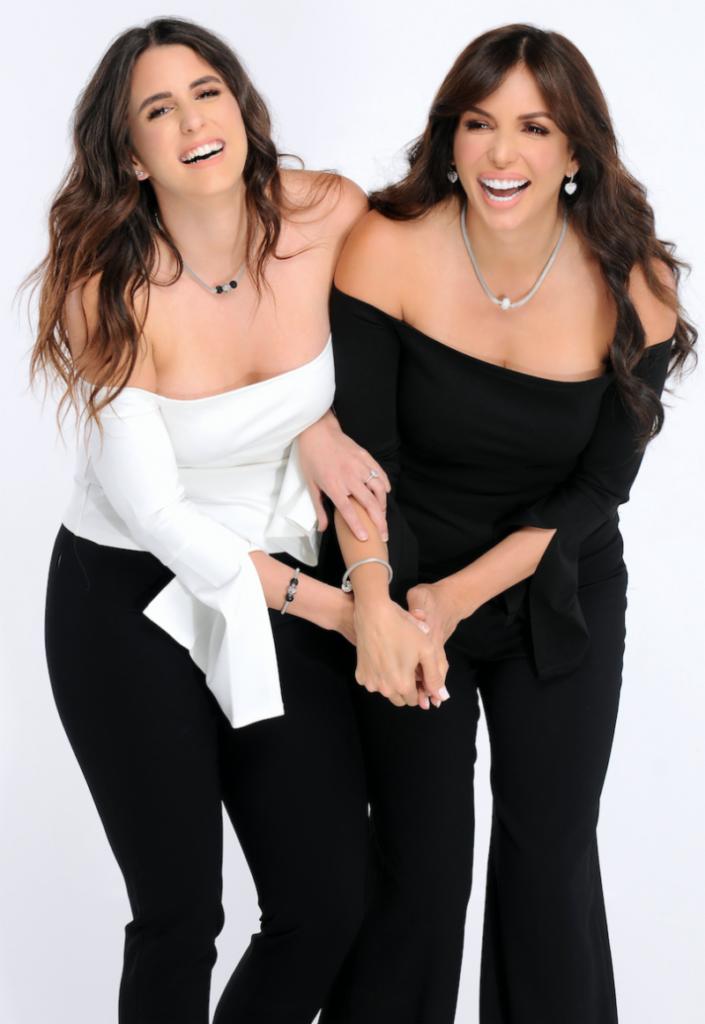Giselle Blondet junto a su hija Gabriela Trucco
