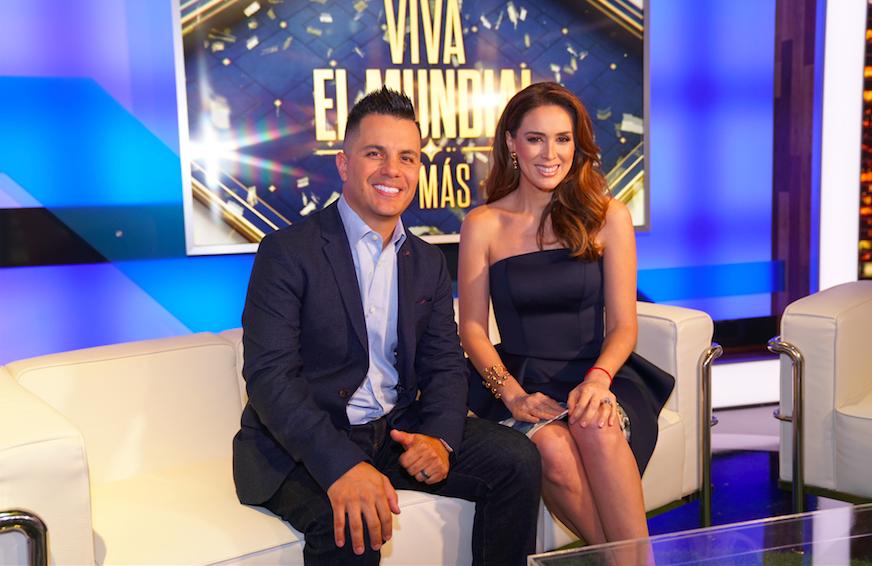 Jacky Bracamontes y Karim Mendiburu en Viva el Mundial